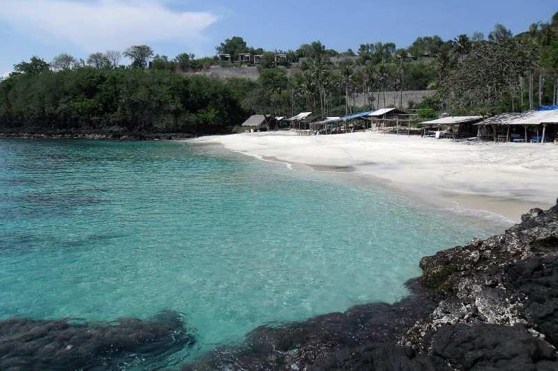 Pantai Bias Tugel di Manggis, Bali menjadi tujuan wisata favorit turis via @hans_lukita