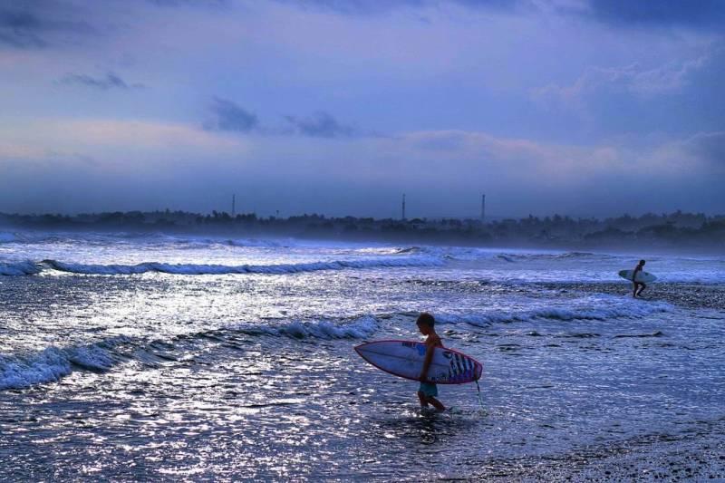 Wisata di Medewi ini terkenal dengan aktivitas surfing via @ariesta_sanjaya