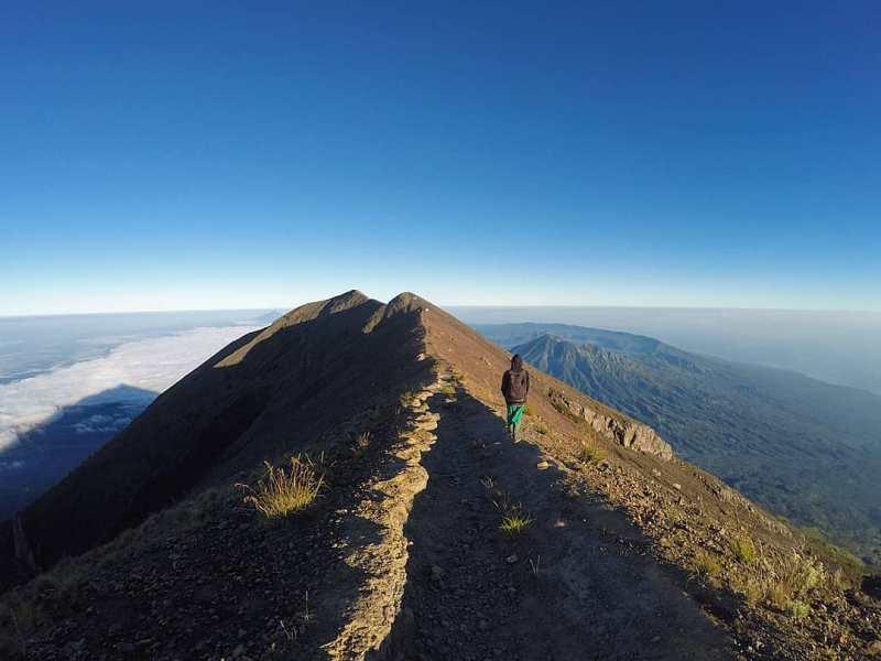 Gunung Agung juga bisa anda kunjungi disini! via @explore.bali.eastjava