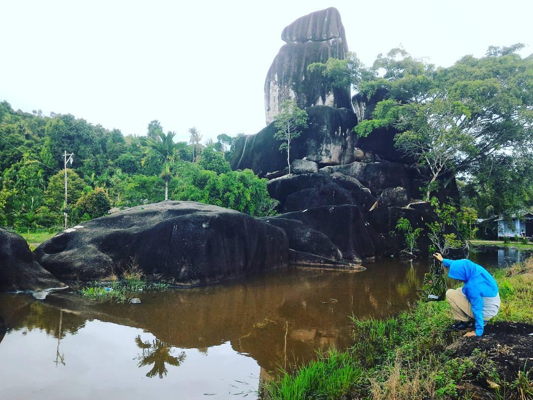 Kalau main ke Kubu Raya Kalimantan Barat, sebaiknya anda mampir ke tempat wisata Batu Masjid ini! @merantii