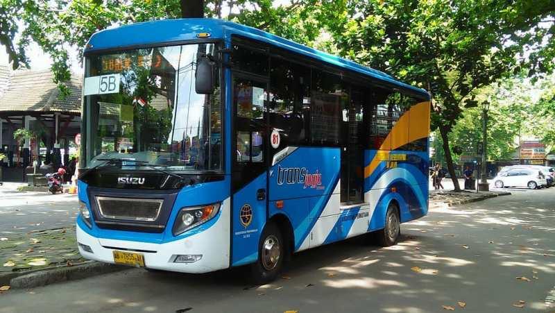 Salah satu armada Trans Jogja yang akan mengantarkan kamu keliling kota Jogja! via IG @rico_s7535us