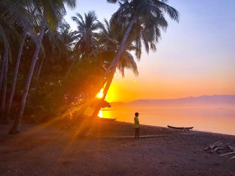 Sunset di Lewoleba sungguh sangat menawan! via @andrikilua
