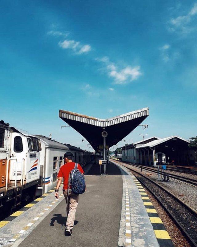 Stasiun Kejaksan Cirebon via @ismail_nv