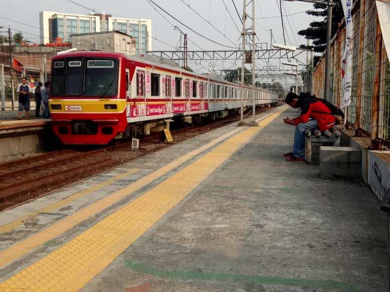 Jadwal KRL Commuter Line Bekasi - Jakarta Kota (PP)! via @ireal_photography
