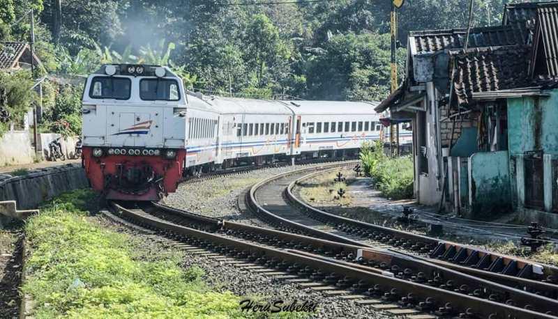 Info jadwal kereta Sukabumi Bogor : Kereta Api Pangrango rute Sukabumi - Bogor sedang melintas. KA Pangrango Lepas Stasiun Maseng via @herusuper