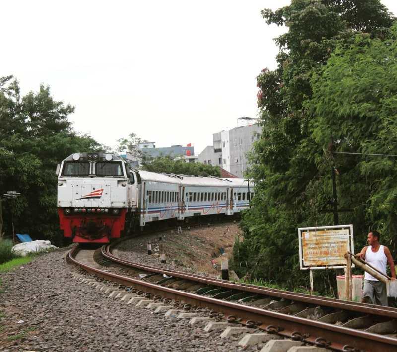 Dari Jakarta ke Sukabumi naik kereta bisa? Bisa dong, salah satu cara pergi ke Sukabumi adalah dengan naik kereta api Pangrango. via @monaufal26