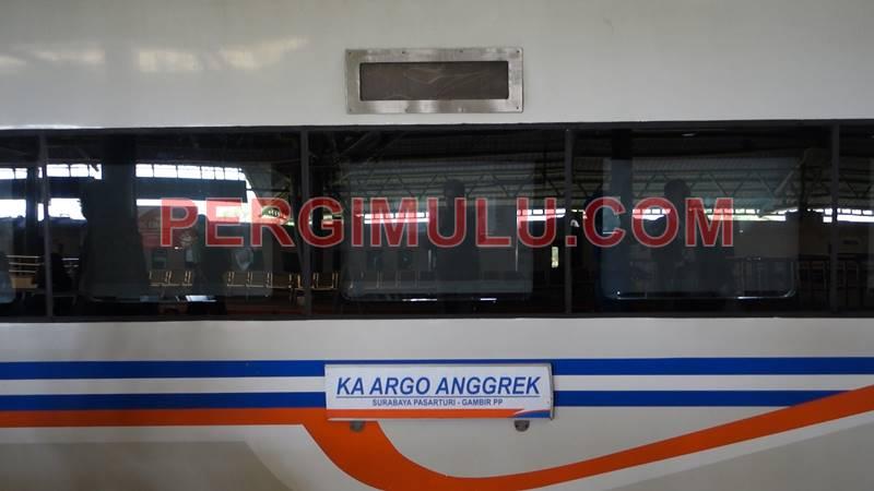 Kereta Argo Bromo Anggrek ini melayani rute jarak Jakarta-Surabaya pulang pergi
