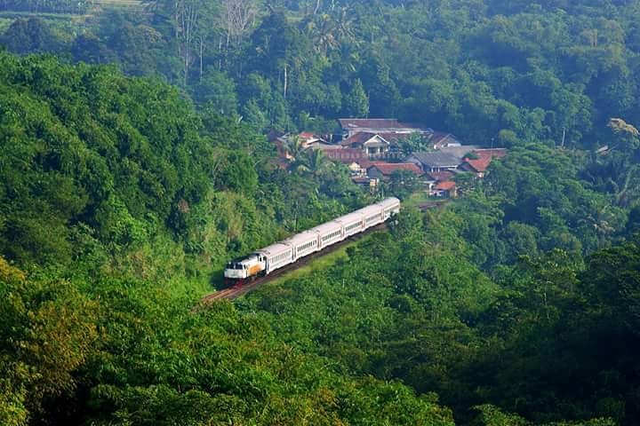 Sepanjang perjalanan ke Sukabumi akan disuguhi pemandangan yang cantik via @ruben.wicaksono