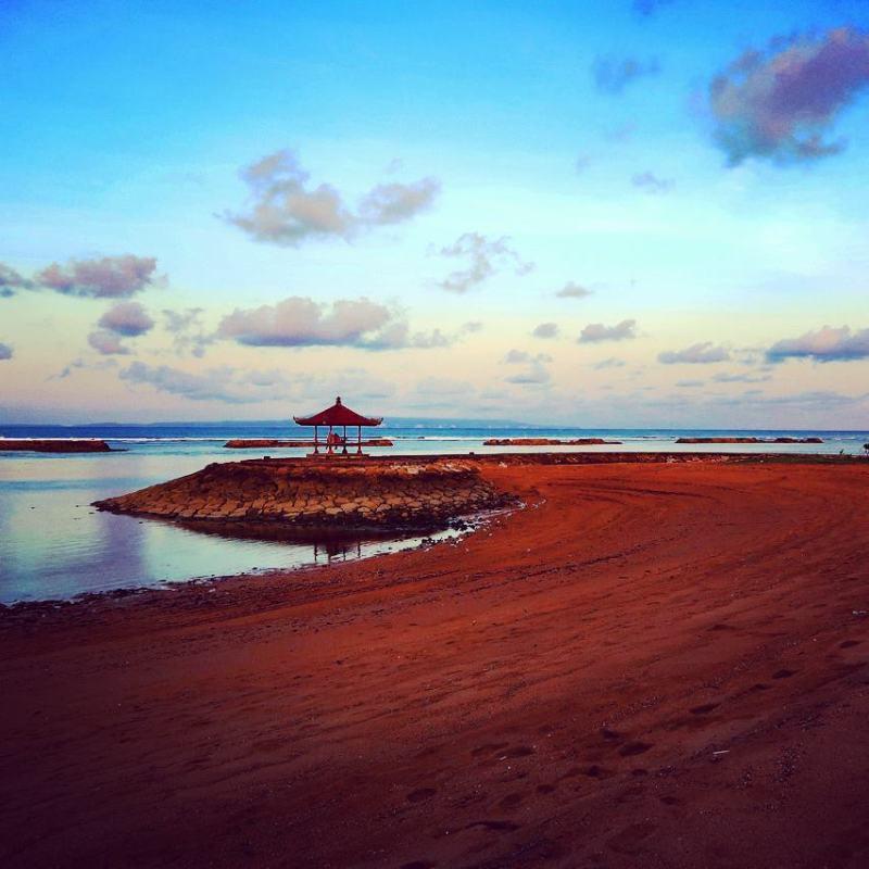 Pantai Samuh, Badung, Bali via @julianluo