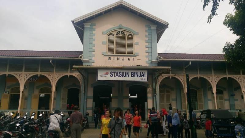 Di bawah ini adalah jadwal kereta api Medan Binjai terbaru tahun 2020 untuk stasiun keberangkatan Stasiun Binjai dengan menggunakan KA Sri Lelawangsa.
