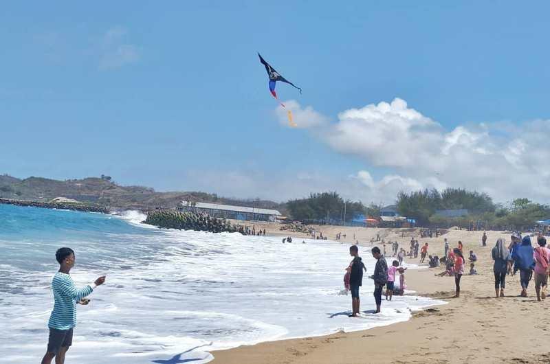 Daftar Tempat Wisata Pantai Di Blitar Jawa Timur Lengkap Pantai Tambakrejo Blitar