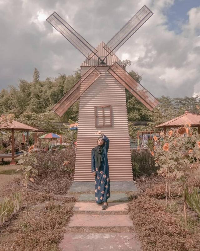 Daftar Tempat Wisata Di Blitar Jawa Timur Lengkap, Fish Garden Blitar