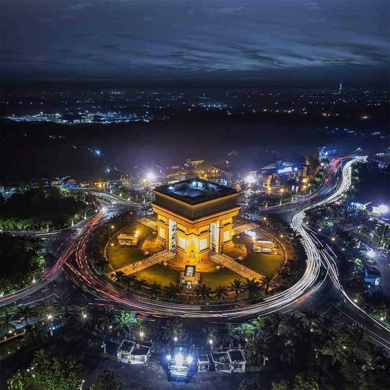 Daftar Tempat Wisata Di Kediri Jawa Timur Lengkap - Monumen Simpang Lima Gumul