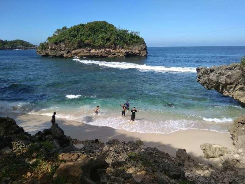 Daftar Tempat Wisata Pantai Di Blitar Jawa Timur Lengkap Pantai Wediciut Blitar