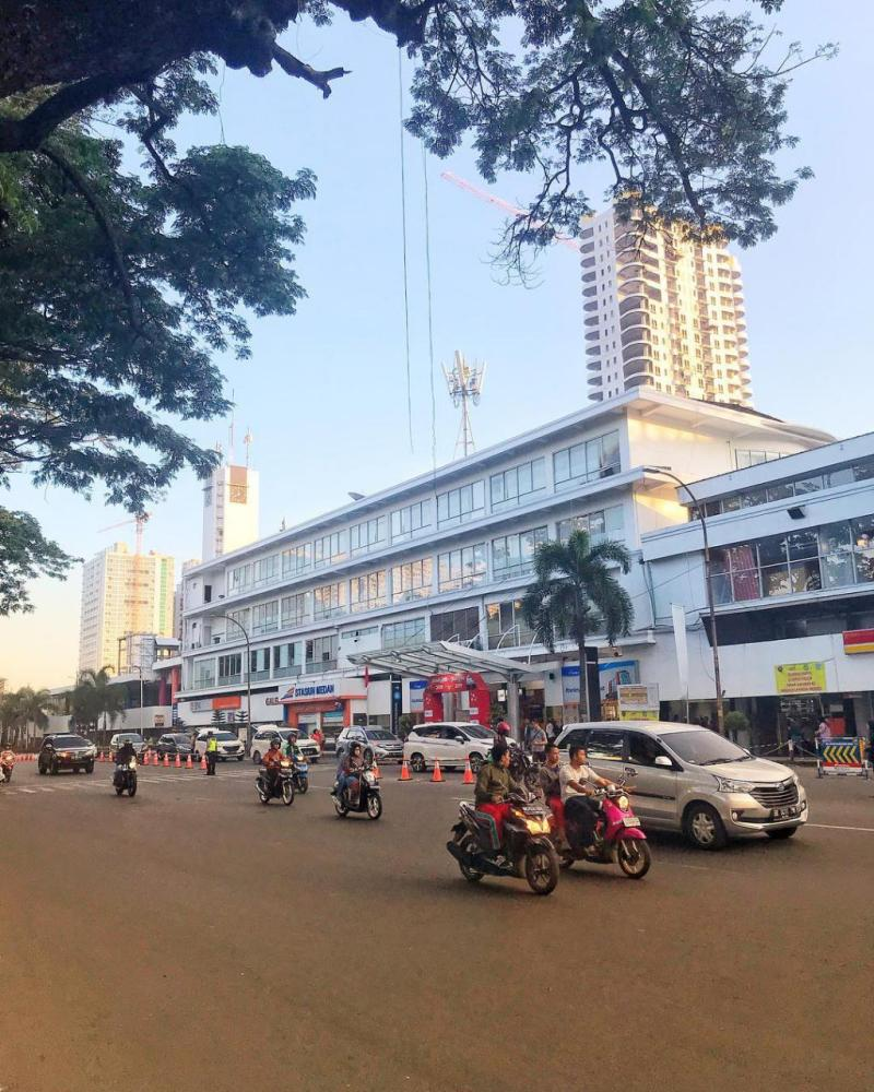 Stasiun Medan (MDN) ini adalah stasiun kereta api di Sumatera kelas besar tipe B yang terletak di perbatasan antara Kelurahan Kesawan (Medan Barat) dan Gang Buntu (Medan Timur).