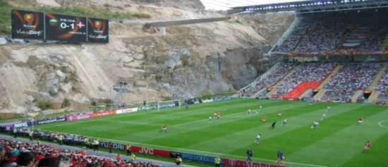 Perierga.gr - Τα 10 πιο παράξενα γήπεδα