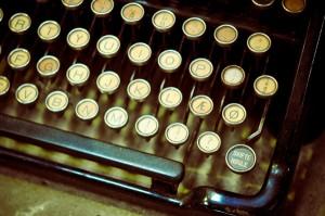 perierga.gr - Γιατί τα γράμματα στο πληκτρολόγιο είναι... ανακατεμένα;