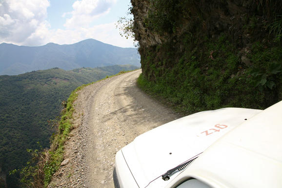 perierga.gr - Ο δρόμος του θανάτου!