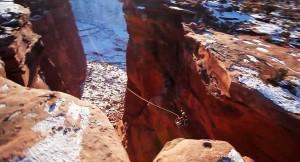 perierga.gr - Η πιο τρελή πτώση από βράχο που είδατε ποτέ!