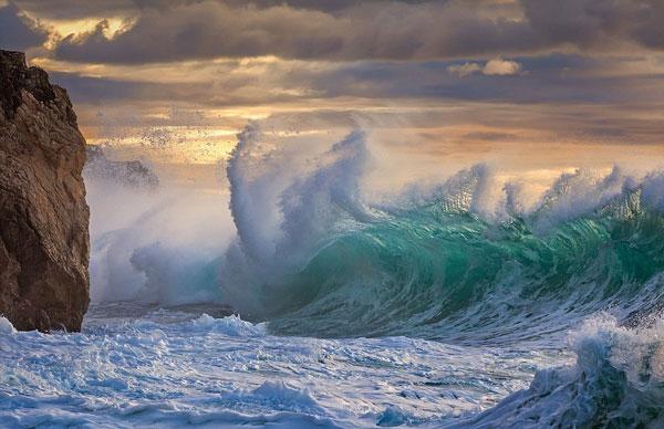 perierga.gr - Τα κύματα σε όλο τους το μεγαλείο!