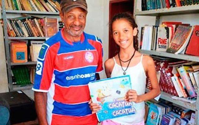 perierga.gr - Μαθήτρια άνοιξε βιβλιοθήκη για φτωχούς!