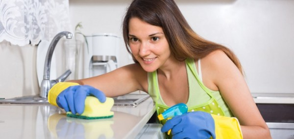 perierga.gr - Οι γυναίκες περνούν ενάμιση χρόνο από τη ζωή τους καθαρίζοντας το σπίτι!