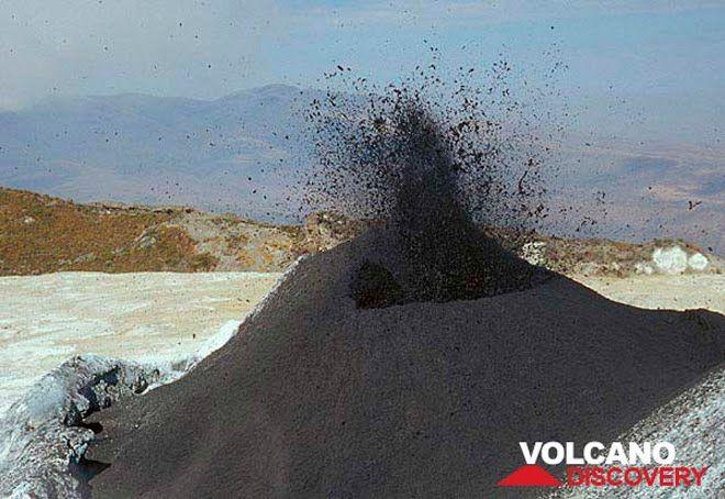 perierga.gr - Το πιο παγωμένο ηφαίστειο στον κόσμο!