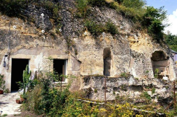 "Perierga.gr - Σπίτια ""χωμένα"" κυριολεκτικά σε σπηλιές!"