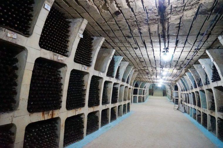 Perierga.gr - Η μεγαλύτερη συλλογή κρασιών στον κόσμο στη Μολδαβία
