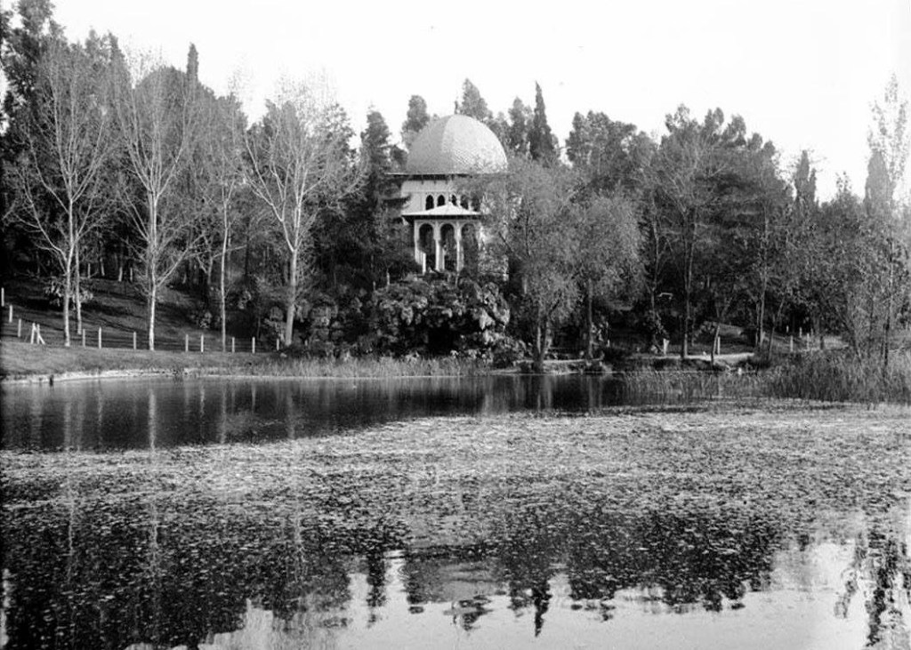 real-arab-pavillion-pond-human-zoo-ethnographic-crystal-palace-exposition-philippines-art-madrid-gardens-buen-retiro-park-history-Spain
