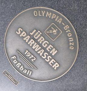Gedenktafel. 1:0 in Hamburg