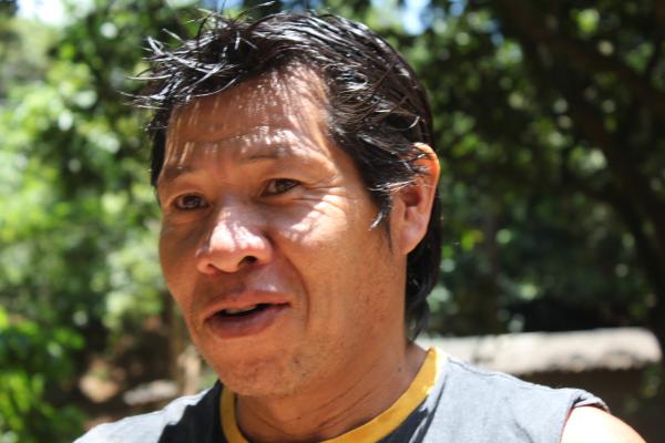 Guaranis entrevistam moradores da aldeia Tekoa Itu, menor terra índigena do Brasil