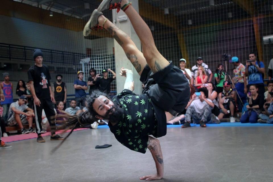 Coletivo Percubeat dança em escolas do Extremo Sul para ensinar de História a Matemática