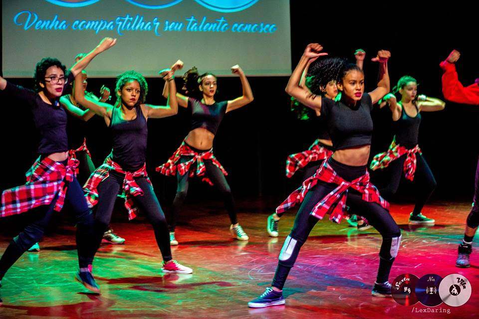 """""""Sexta na Vila"""" promove batalhas entre grupos de dança na Vila Rubi"""