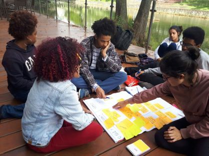 Reunião de planejamento com jovens comunicadores