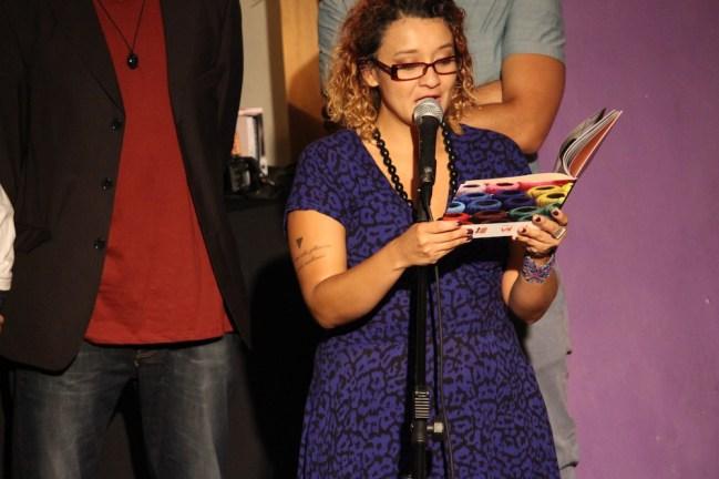 """""""Falar e querer ser ouvida"""": além do lançamento do documentário, também foi lançado o livro com algumas histórias e relatos das """"Marias"""" e outras mulheres que participaram dos encontros """"Histórias Bordadas"""""""