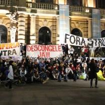 Agentes culturais periféricos em marcha após 30 horas de ocupação histórica da Secretaria Municipal de Cultura de São Paulo, em 2017 (Foto: Wilson Oliveira / Periferia em Movimento)