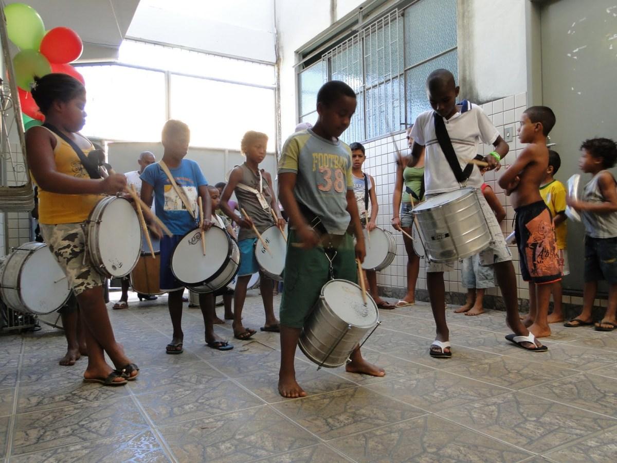 Projeto Batida do Coração trás para a Zona Sul oficina de fabricação de tambores e noções do toque ancestral de ritmos caribehos