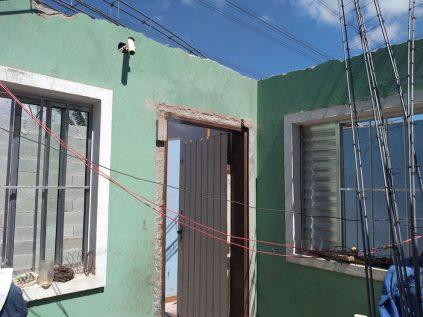 """Na casa de Maria, a correria é para reconstruir na área """"segura"""". (Foto: Thiago Borges / Periferia em Movimento)"""