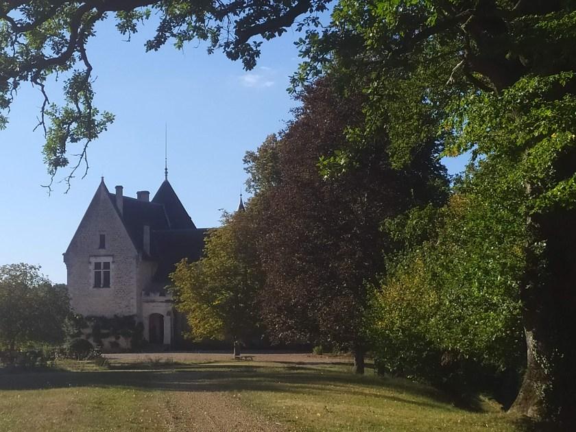Chateau de Bellegarde (Lamonzie-Montastruc) : vue de la façade ouest depuis le parc