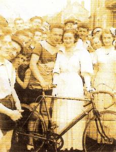 En 1949, la fête du Toulon avec sa course cycliste et la reine du quartier