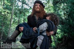 OUTLANDER Season 3 Sam Heughan (Jamie Fraser), Romann Berrux (Fergus)