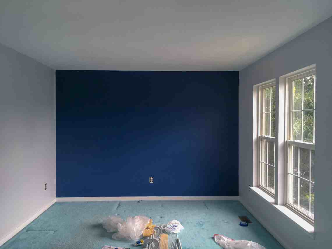 Paint an accent wall without painter's tape