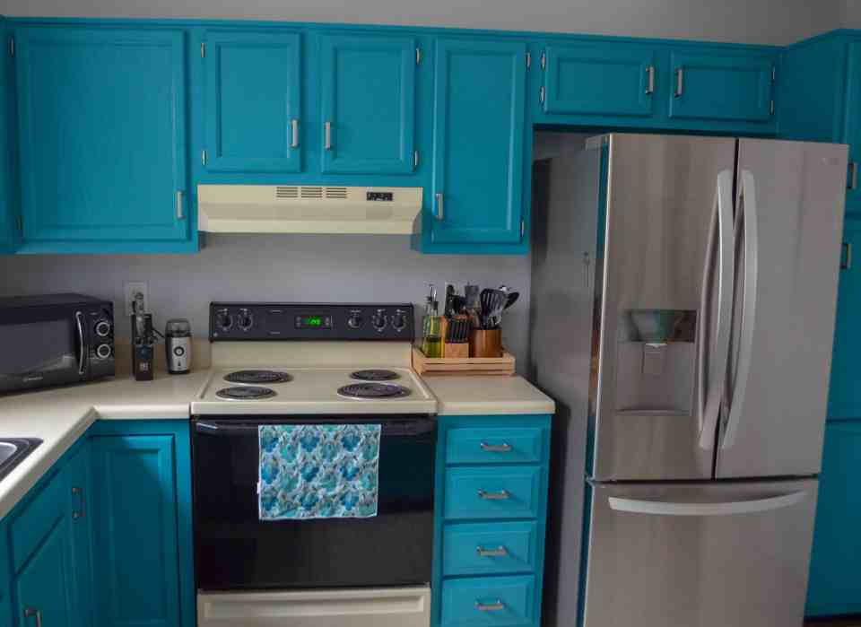 painting kitchen cabinets is worth the time and effort