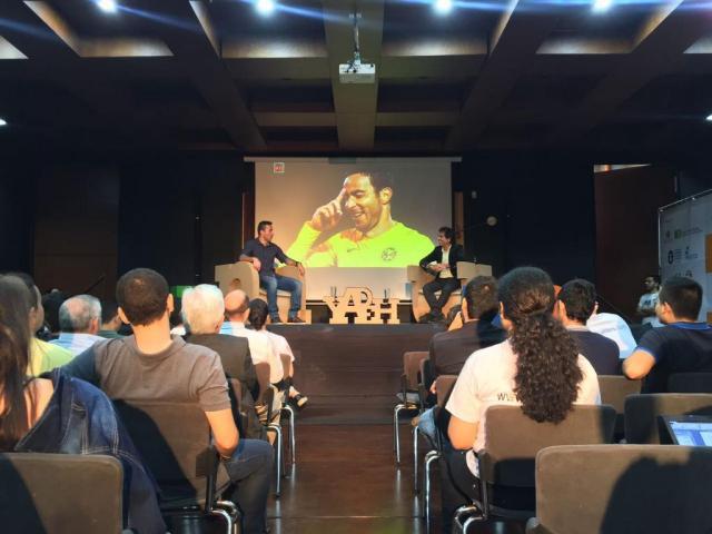 Los asistentes a la charla deportiva, estuvieron muy animados por los comentarios de Cesar Augusto Londoño Y Luis Rey. FOTO/ FRANCIA ANGARITA