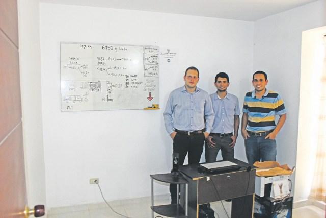Sergio Andrés Rodríguez, Ariel Vásquez y Elvis Johan Rodríguez, emprendedores juveniles quienes son los propietarios de 'Congelatto Gourmet'. / FOTO CRISTIAN EDUARDO BELTRÁN