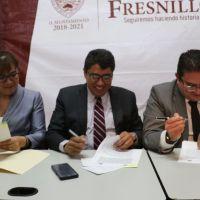Tras larga espera, Saúl Monreal firma convenio con UAZ para construir Cafetería