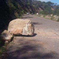 Cuidado!!! atienden autoridades estatales Desprendimiento de Rocas en carretera Nochistlán-Jalpa