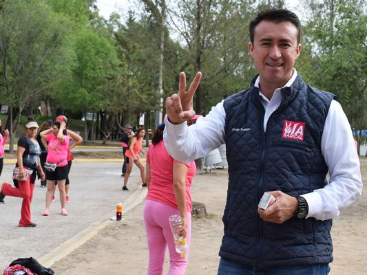 Jorge Dueñas ofrece recuperar espacios y fomentar el deporte entre los jóvenes