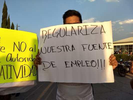 Comerciantes se quejan por abusos del área de Normatividad municipal